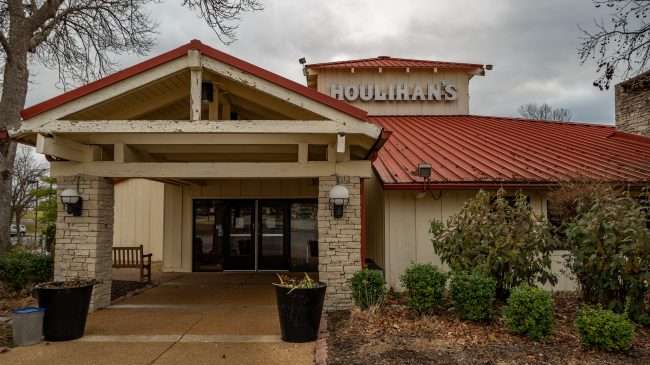 Houlihan's Closed in Creve Coeur on December 29, 2019.