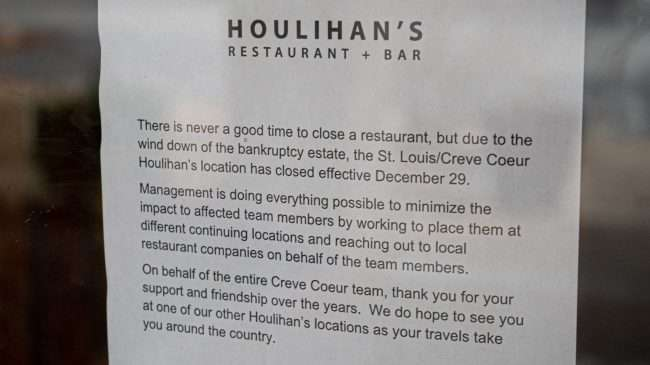 A letter on the door of Houlihan's explaining why they closed in Creve Coeur on December 29, 2019.