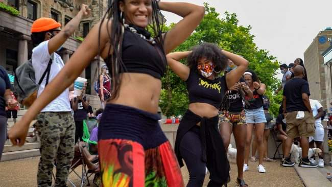 Juneteenth: girls dancing in sync at St. Louis City Hall. credit craig currie