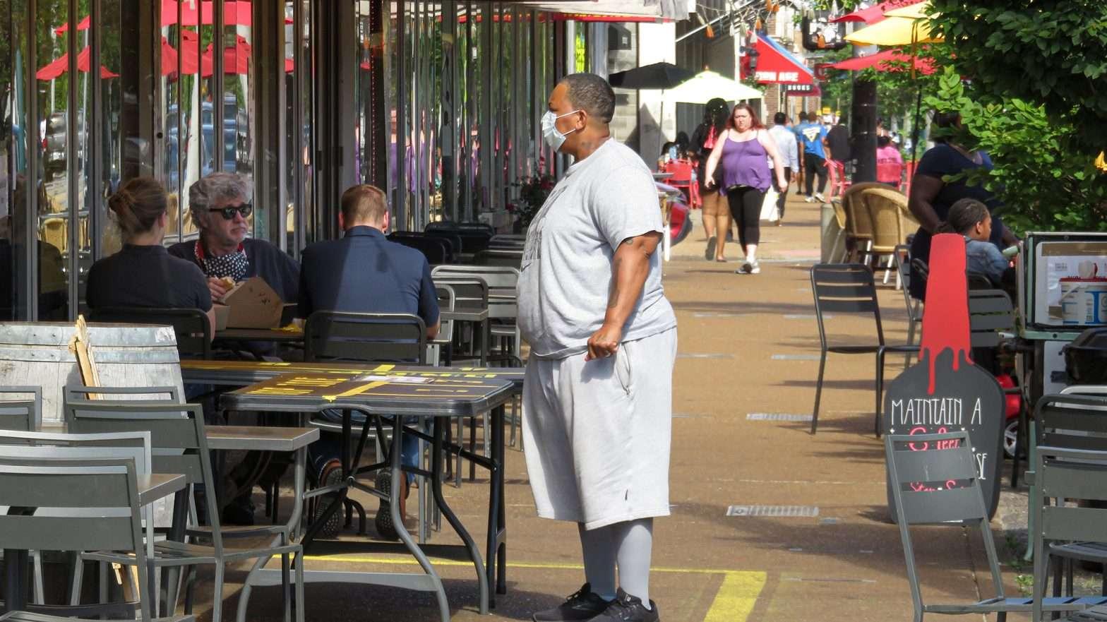 Salt & Smoke offers sidewalk dining The Delmar Loop (photo credit June 1, 2020 by craig currie)