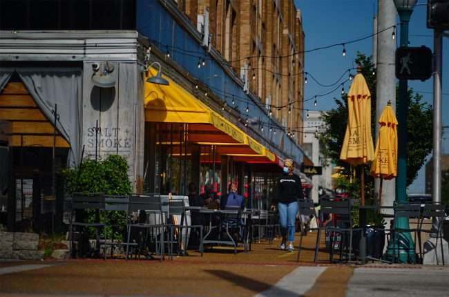 Salt & Smoke restaurant opens sidewalk dining in The Delmar Loop (photo credit June 1, 2020 by craig currie)