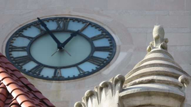 Clock on tower and Union Station in St. Louis. credit craig currie