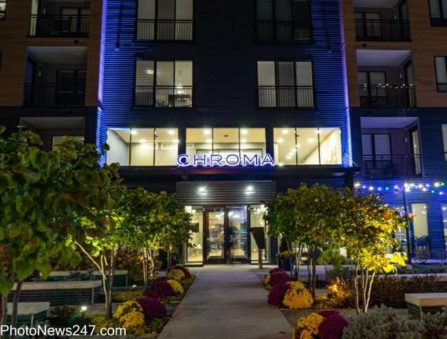 Chroma STL Apartments with lighted gardened entrance, credit photonews247.com