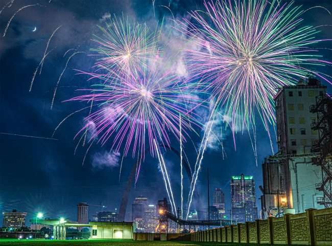 Fireworks St. Louis Gateway Arch at River Overlook