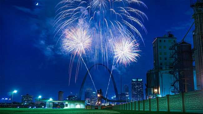 Fireworks at Fair St. Louis by the Arch.