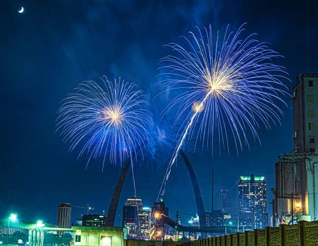 Fireworks at Gateway Arch from Malcolm Memorial Park.
