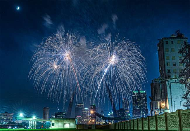 Virtual Fireworks for New Years Eve near St. Louis Gateway Arch.