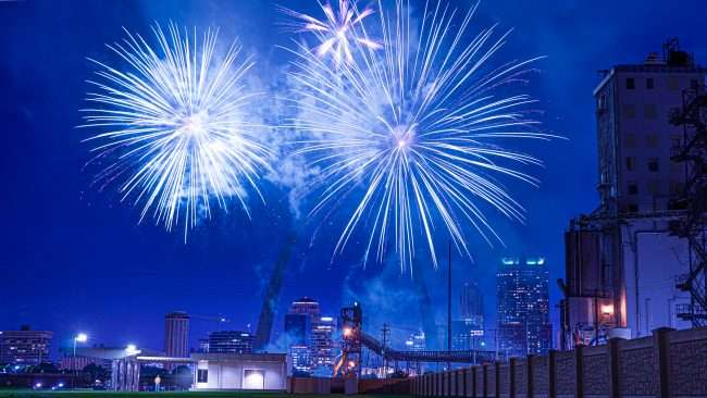 St. Louis Arch Fireworks at Malcolm Park.