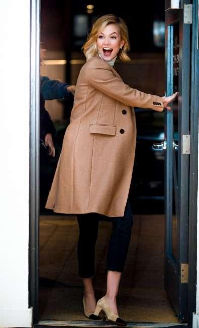 Karlie Kloss enters front door of Saint Louis Fashion Fund. credit craig currie