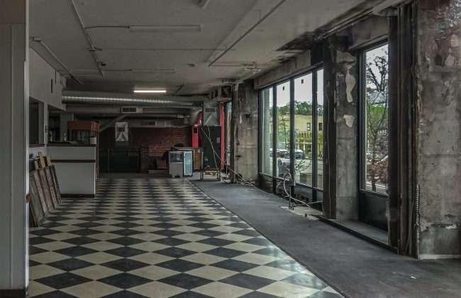 Abandoned Cicero's restaurant on Delmar Blvd on April of 2021. credit craig currie