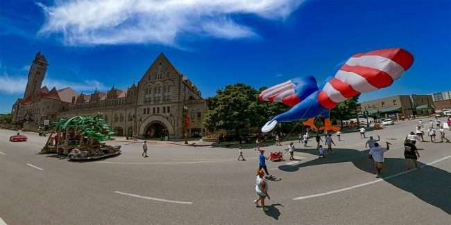 Giant Eagle Balloon in America's Birthday Parade going by Union Station St. Louis. credit craig currie