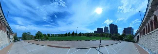 Gateway Arch National Expansion from Laclede's Landing, downtown St. Louis. credit craig currie