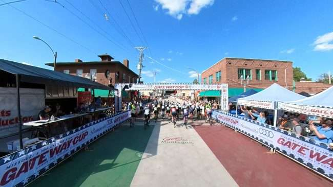 Gateway Cup Women's Pro starting line The Hill neighborhood in St. Louis. credit craig currie
